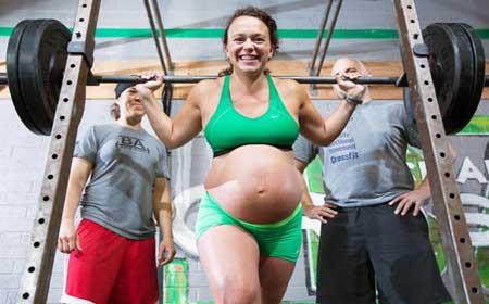 Нельзя беременным поднимать тяжести!
