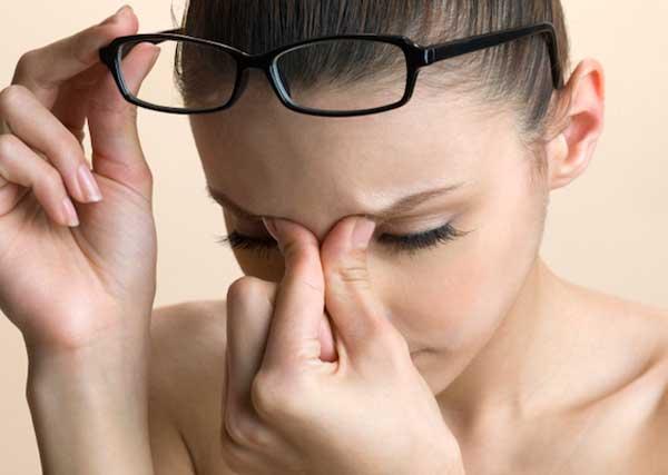 Выделения из глаз – причины и симптомы