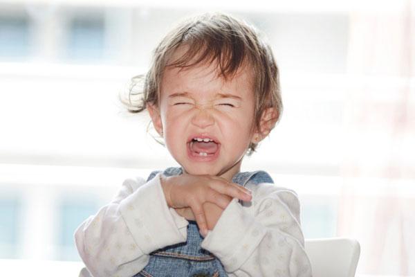 сколько у ребенка режутся коренные зубы