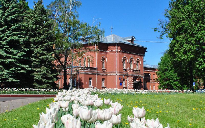 Показать адрес больниц в москве