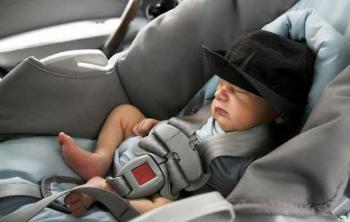 Перевозка новорожденных детей в автокресле