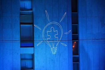 Акция «Зажги синим» в поддержку людей с аутизмом в Москве