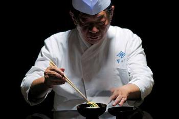 вкус умами - японский повар готовит