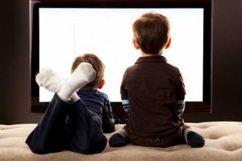 дошкольники у телевизора