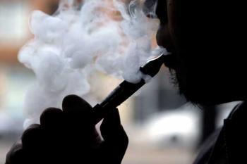 Пар от электронных сигарет опасен для легких