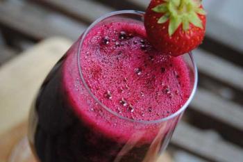Польза свекольного сока для спортсменов, свекольный сок и клубника