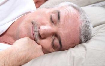 Сон на боку снижает риск неврологических заболевания