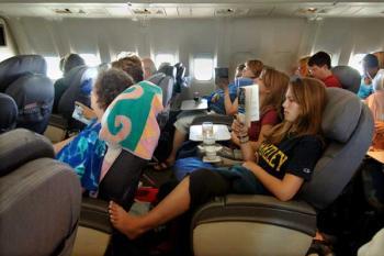 Самые опасные места в самолете - где угроза бактерий и вирусов выше всего