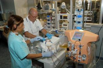 первый в мире аппарат CarpeDiem  для диализа почек у новорожденных и маленьких детей