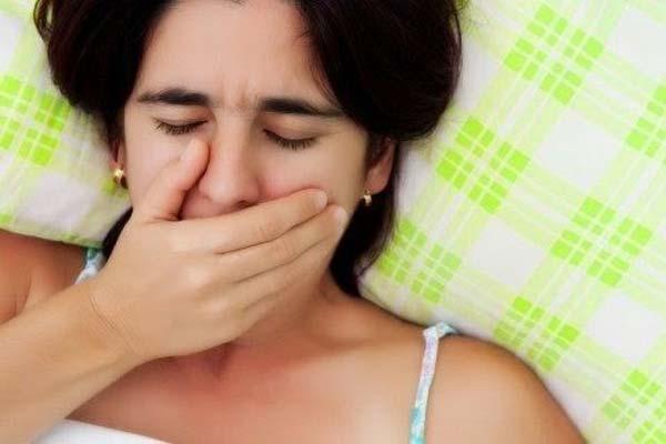 Горечь во рту у женщины