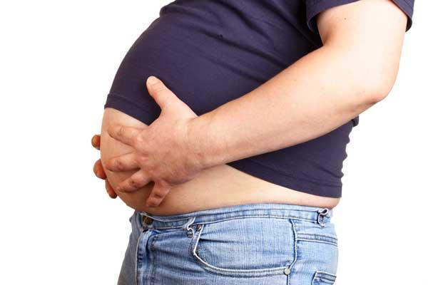 Абдоминальное ожирение - мужчина и его большой живот