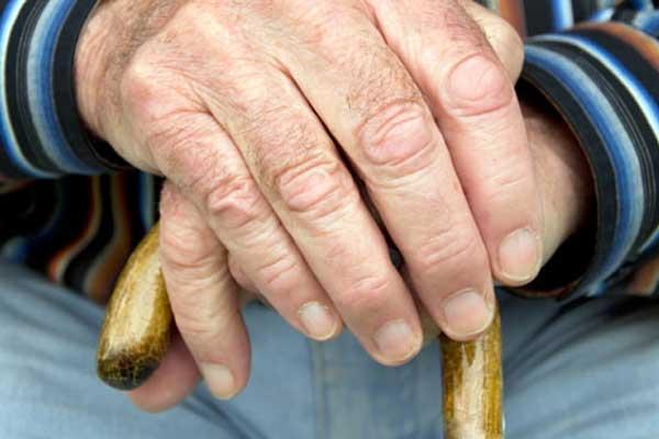 Треммор рук один из симптомов болезни Паркинсона