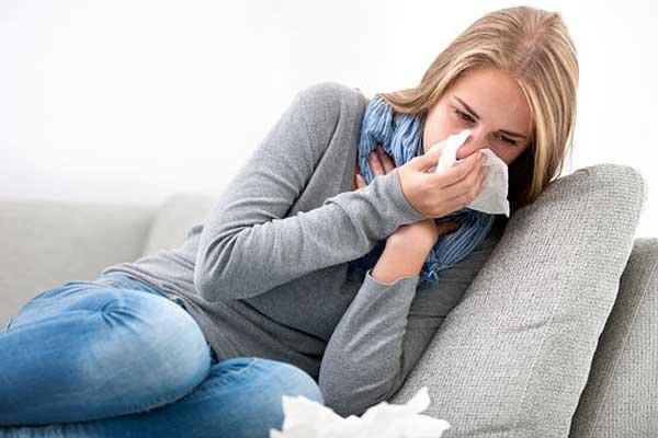 Начало простуды у девушки, первые признаки простуды кашель и насморк
