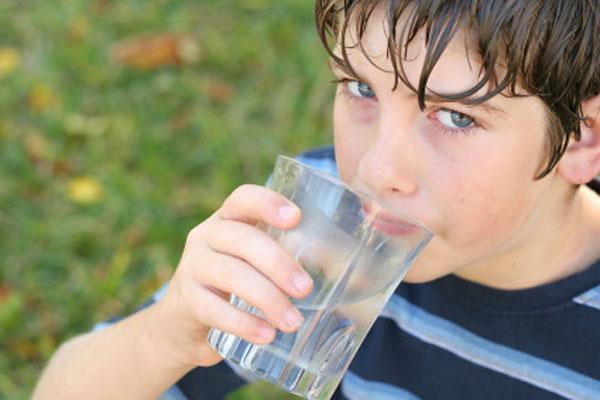 Избыточная потливость у детей может быть вызвана широким спектром условий
