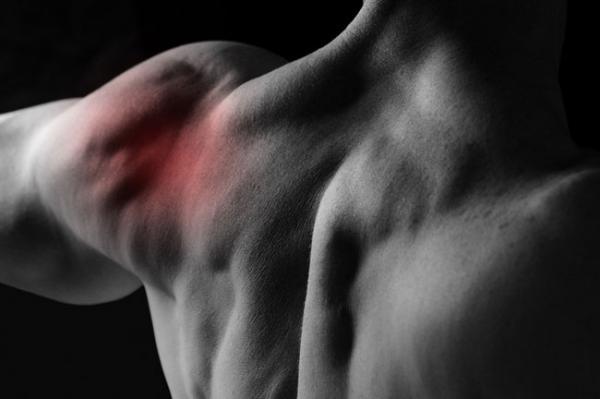 Вывих плеча или разрыв связок