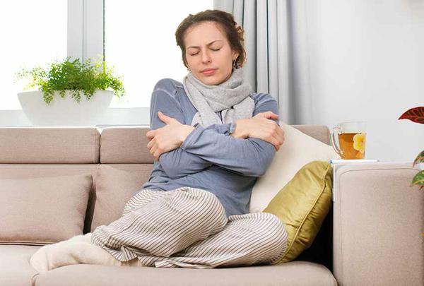 Простуда без температуры: симптомы, лечение, причины