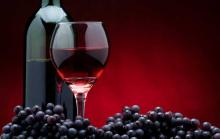 Виноград и красное вино