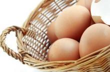 Корзина с куриными яйцами