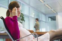 У молодой женщины сильная головная боль при беременности