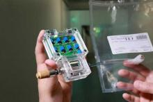 Прототип электронного носа для дыхательного теста на рак горла фото UAT