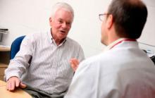 Врач объясняет симптомы рака у мужчин