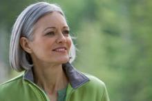 Полезные продукты для волос и кожи женщина в хорошем настроении