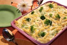 яйца, брокколи, молоко, сливки и макароны в духовке